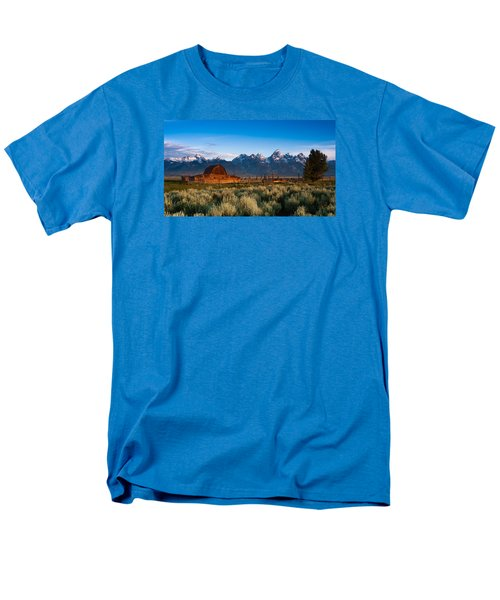Men's T-Shirt  (Regular Fit) featuring the photograph A Moulton Barn by Monte Stevens