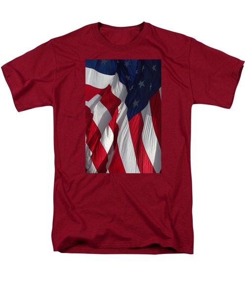 Battle Flag Flies Aboard Uss Cape St. George Men's T-Shirt  (Regular Fit)