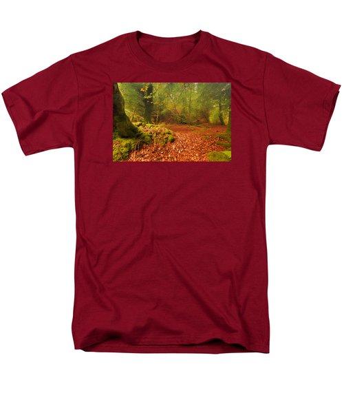 Dunstaffnage Castle Gardens Men's T-Shirt  (Regular Fit)