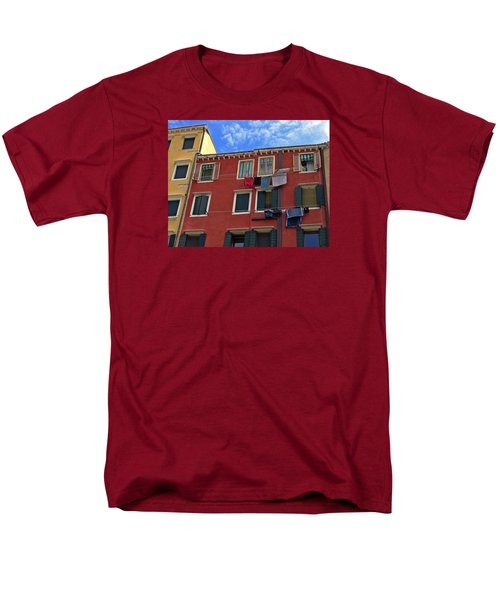 Men's T-Shirt  (Regular Fit) featuring the photograph Getting To Know You by Lynda Lehmann