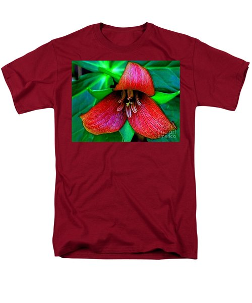 Men's T-Shirt  (Regular Fit) featuring the photograph The Trillium by Elfriede Fulda