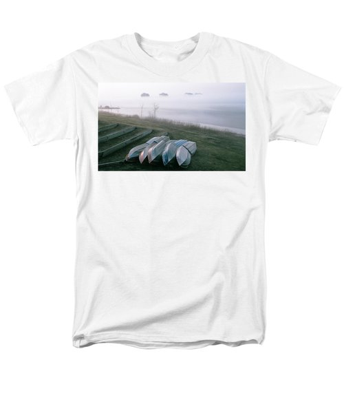 Men's T-Shirt  (Regular Fit) featuring the photograph Patiently Waiting by David Porteus