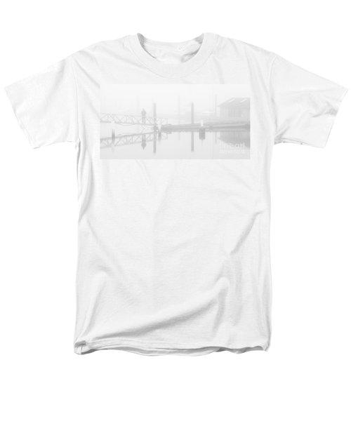 Historic Stewart Farm In The Fog Men's T-Shirt  (Regular Fit)