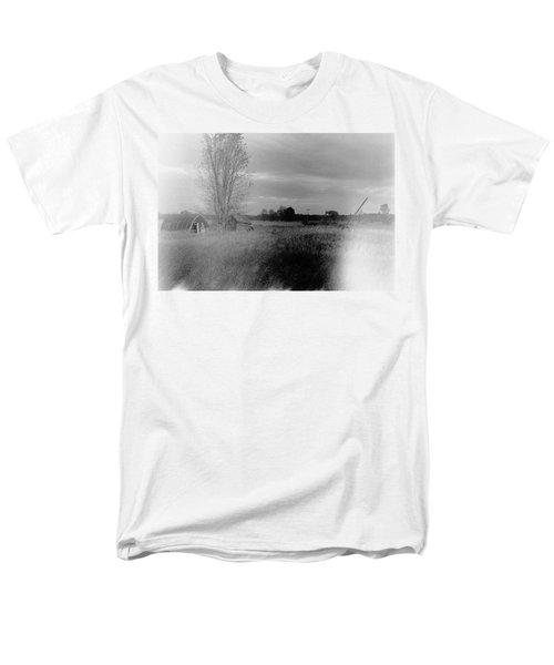 Men's T-Shirt  (Regular Fit) featuring the photograph Maple Ridge Rd Farm by Daniel Thompson