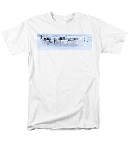 Winter Mailbox Panorama Men's T-Shirt  (Regular Fit)