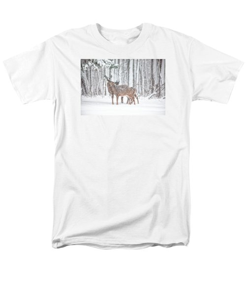 Winters Love Men's T-Shirt  (Regular Fit)