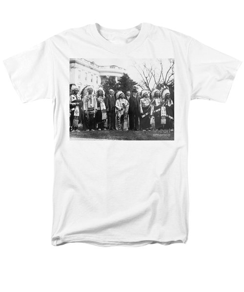 Coolidge With Native Americans Men's T-Shirt  (Regular Fit) by Photo Researchers