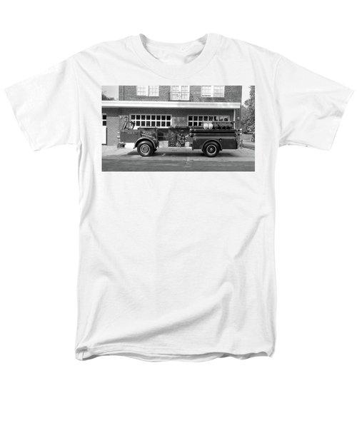 Fire Truck Men's T-Shirt  (Regular Fit) by Paul Seymour