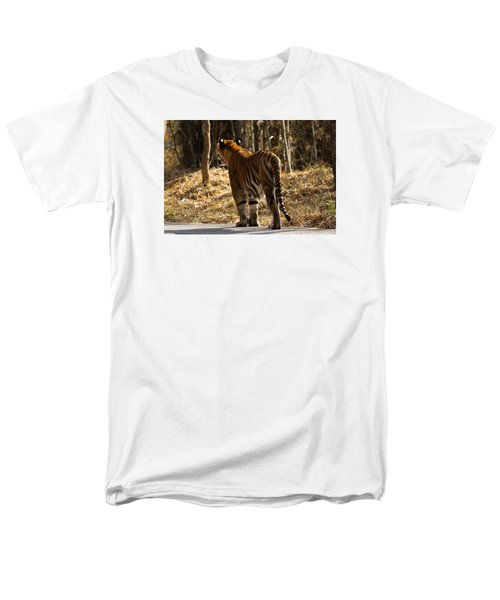 Men's T-Shirt  (Regular Fit) featuring the photograph Focused by Ramabhadran Thirupattur