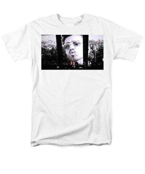 George Michael Sends A Kiss Men's T-Shirt  (Regular Fit) by Toni Hopper