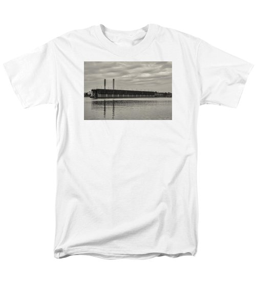 Lake Superior Oar Dock Men's T-Shirt  (Regular Fit) by Dan Hefle