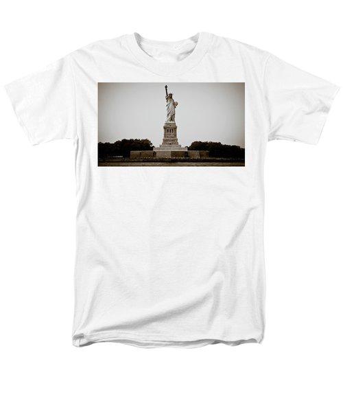 Liftin' Me Higher Men's T-Shirt  (Regular Fit) by David Sutton