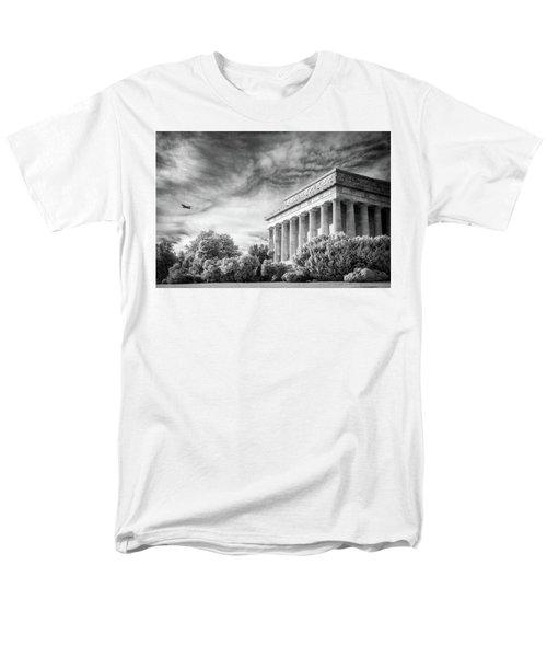 Lincoln Memorial Men's T-Shirt  (Regular Fit) by Paul Seymour