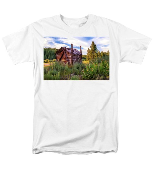 Old Lumber Mill Cabin Men's T-Shirt  (Regular Fit)