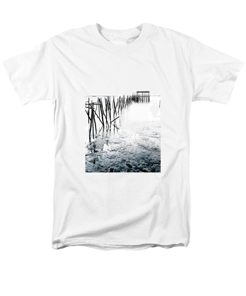 Men's T-Shirt  (Regular Fit) featuring the photograph Palafitico by Edgar Laureano