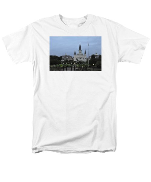 St. Louis Catherderal Men's T-Shirt  (Regular Fit) by Helen Haw