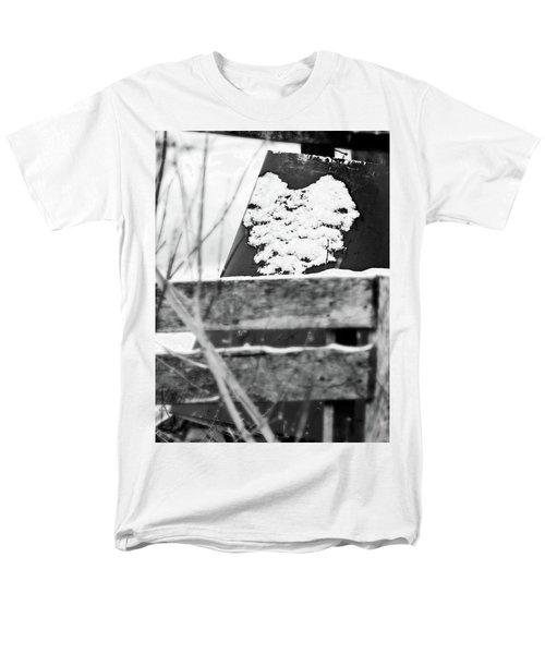 Winter Snow Heart Men's T-Shirt  (Regular Fit)