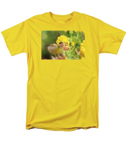 Honeybee On Hop Clover Men's T-Shirt  (Regular Fit) by Lucinda VanVleck