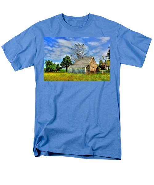 Mclean House Barn 1 Men's T-Shirt  (Regular Fit) by Dan Stone