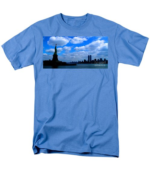 Twin Towers In Heaven's Sky - Remembering 9/11 Men's T-Shirt  (Regular Fit)