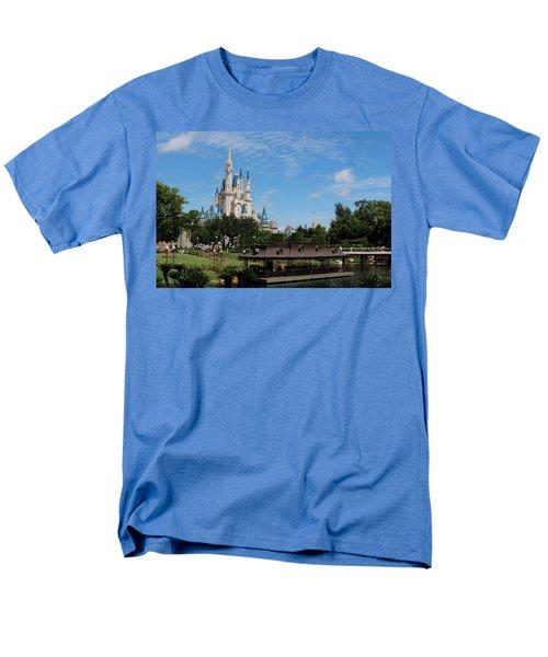 Walt Disney World Orlando Men's T-Shirt  (Regular Fit) by Pixabay