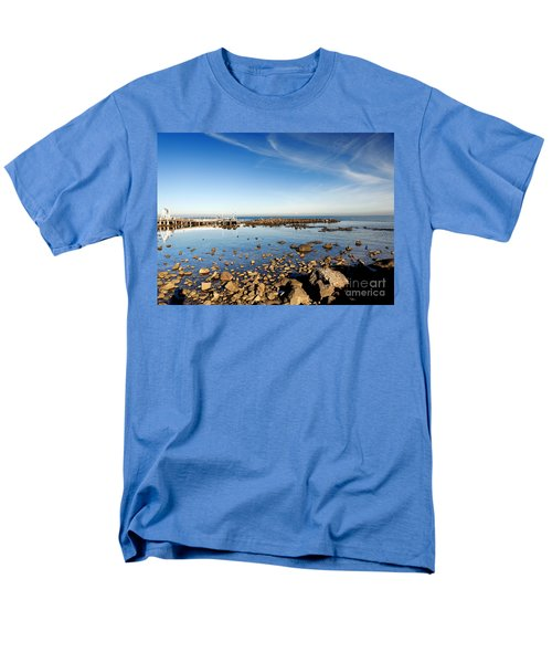 Williamstown Beach Men's T-Shirt  (Regular Fit) by Yew Kwang
