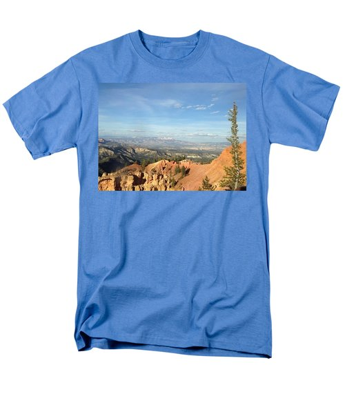 A Perfect Spot At Bryce Canyon Men's T-Shirt  (Regular Fit)