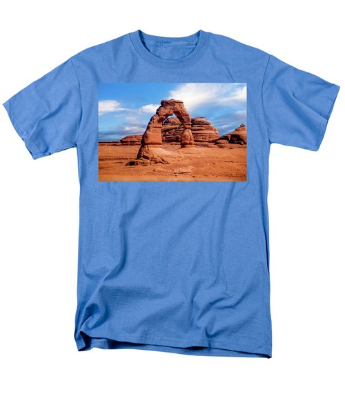 Delicate Arch From Lower Viewpoint Men's T-Shirt  (Regular Fit)