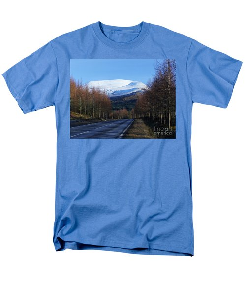 Men's T-Shirt  (Regular Fit) featuring the photograph Road To Aonach Mor  by Phil Banks