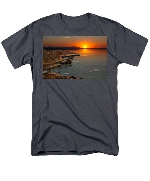 Men's T-Shirt  (Regular Fit) featuring the photograph A Sunset by Lynn Geoffroy