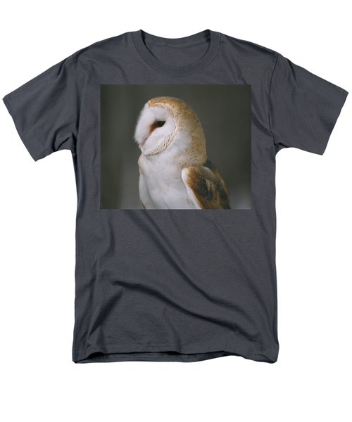 Barn Owl Men's T-Shirt  (Regular Fit) by David Porteus
