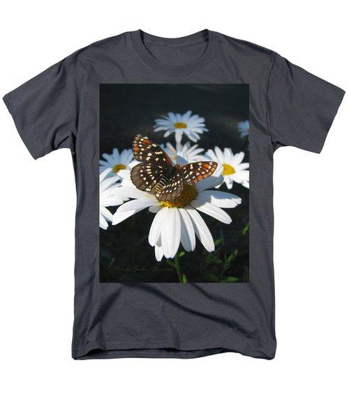 Butterfly And Shasta Daisy - My Spring Garden Men's T-Shirt  (Regular Fit) by Brooks Garten Hauschild