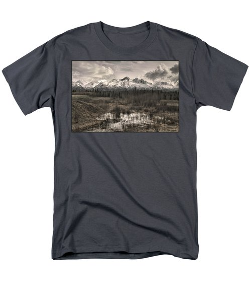 Chugach Mountain Range Men's T-Shirt  (Regular Fit)
