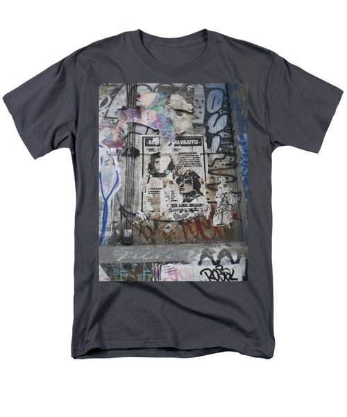 Graffiti In New York City Che Guevara Mussolini  Men's T-Shirt  (Regular Fit)