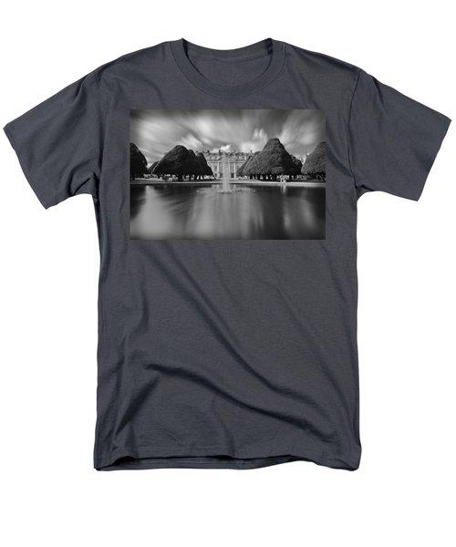 Hampton Court Palace Men's T-Shirt  (Regular Fit) by Maj Seda