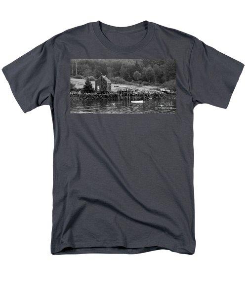 Island Shoreline In Black And White Men's T-Shirt  (Regular Fit)