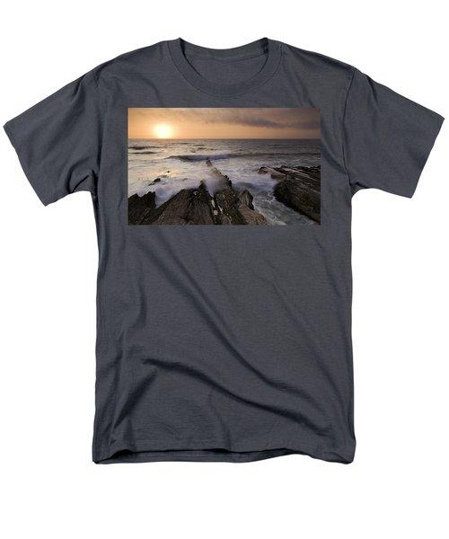 Montana De Oro 2 Men's T-Shirt  (Regular Fit)
