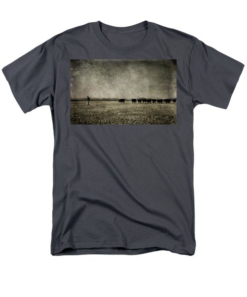 Men's T-Shirt  (Regular Fit) featuring the photograph The Pied Piper Of Angustown by Cynthia Lassiter