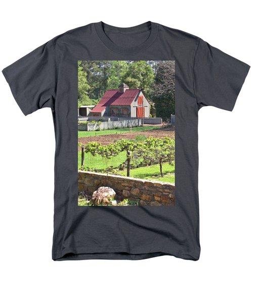 The Vineyard Barn Men's T-Shirt  (Regular Fit)