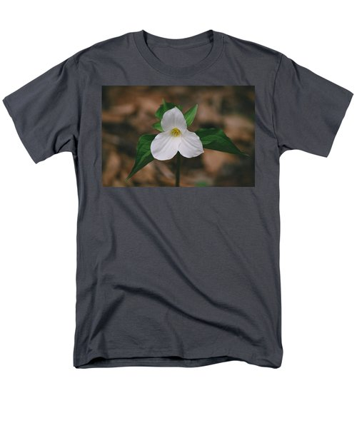 Trillium Men's T-Shirt  (Regular Fit) by David Porteus