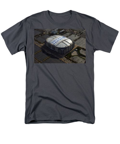 United Center Chicago Sports 09 Men's T-Shirt  (Regular Fit) by Thomas Woolworth