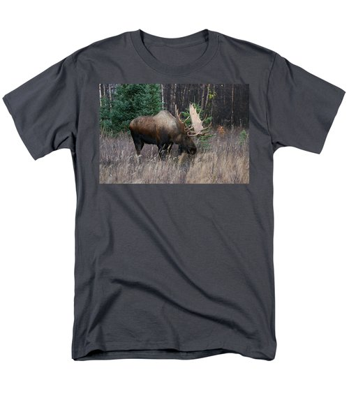 Men's T-Shirt  (Regular Fit) featuring the photograph Feeding by Doug Lloyd