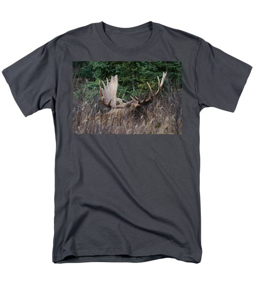 Men's T-Shirt  (Regular Fit) featuring the photograph Splendor In The Grass by Doug Lloyd
