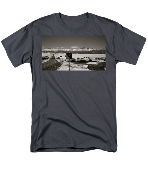 Men's T-Shirt  (Regular Fit) featuring the photograph The Road Home by Eric Tressler
