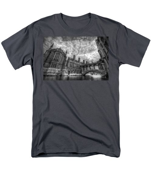 Bridge Of Sighs - Cambridge Men's T-Shirt  (Regular Fit) by Yhun Suarez