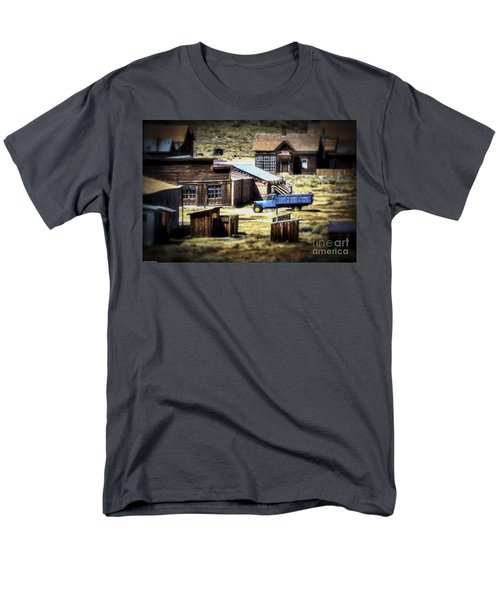 Men's T-Shirt  (Regular Fit) featuring the photograph Looking Back by Mitch Shindelbower