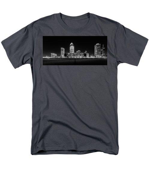 Milwaukee County War Memorial Center Men's T-Shirt  (Regular Fit)