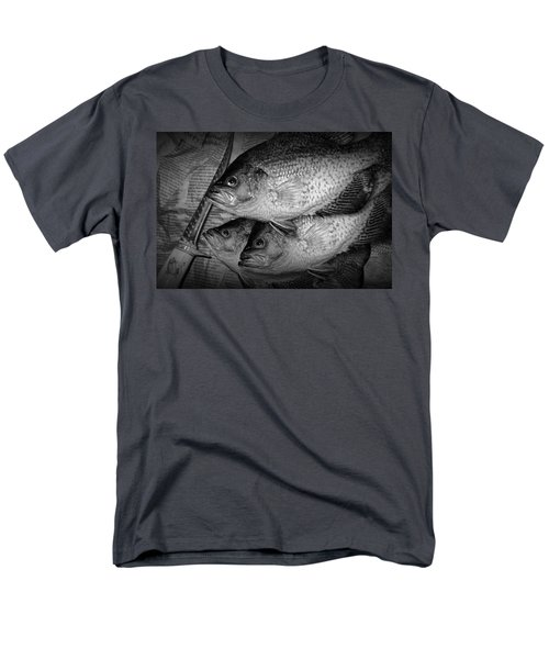 Black Crappie Panfish With Fish Filet Knife In Black And White Men's T-Shirt  (Regular Fit)