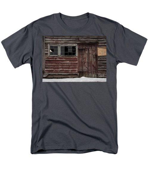 Broad Side Of A Barn Men's T-Shirt  (Regular Fit)