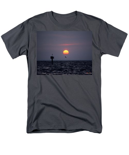 Men's T-Shirt  (Regular Fit) featuring the photograph Chesapeake Bay Osprey 14o by Gerry Gantt